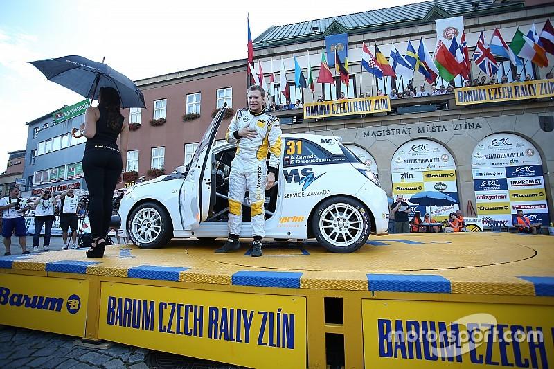 Zawada alle Canarie con la Opel Adam R2 del Team Spain