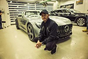 Autó Motorsport.com hírek Hamiltont lenyűgözte a minőség-ellenőrzés a Mercedes gyárában