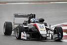 EK Formule 3 Hughes en Ilott grijpen pole op natte Nürburgring