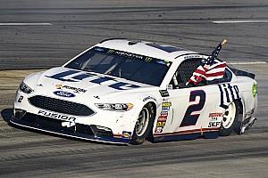NASCAR Cup Relato da corrida Keselowski vence batalha com Kyle Busch em Martinsville