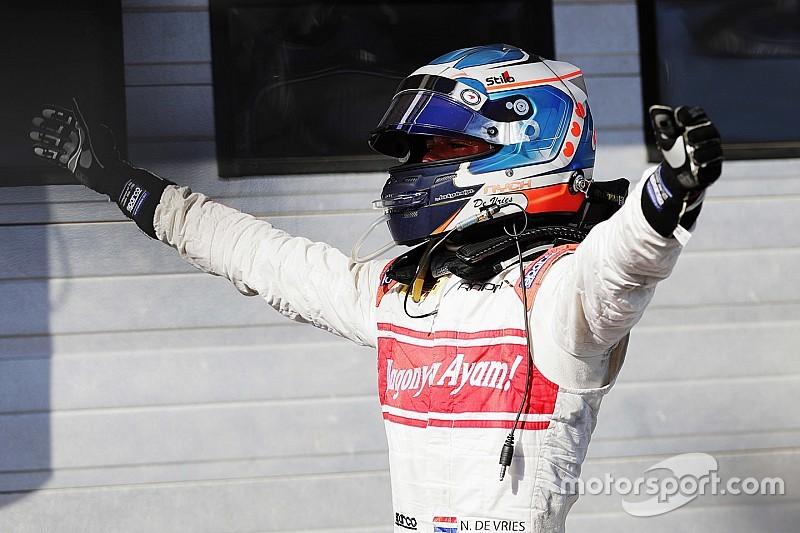 """De Vries prijst team na podiumplek in Hongarije: """"We blijven erin geloven"""""""