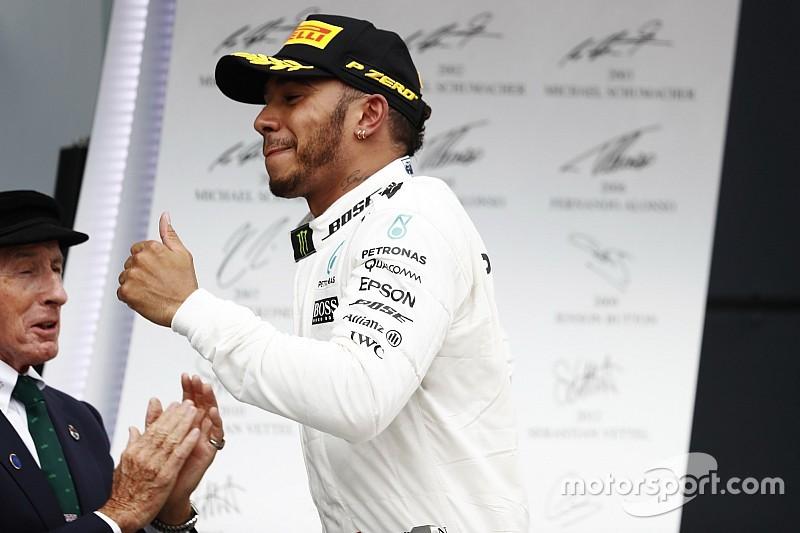 Stewart: Hamilton amellett, hogy kiváló versenyző, szerencsés is
