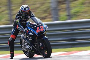 Moto2マレーシア:マリーニ初優勝にロッシも祝福。バニャイヤ王者に