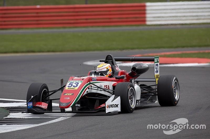 Ilott logró imponerse en la tercera carrera de Silverstone