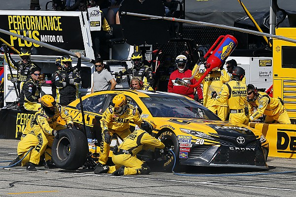 NASCAR Cup Two-tire call upends Matt Kenseth's chance at victory at NHMS