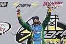 NASCAR XFINITY Aric Almirola triunfa en la accidentada carrera en Talladega
