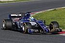 Формула 1 Сравнение на трассе: новая машина Ф1 рядом со старой