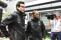 """Wolff califica de """"tontería"""" los rumores del sueldo de Hamilton"""