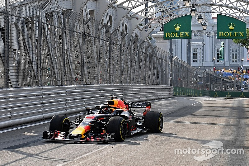 Singapore GP: Ricciardo leads Red Bull 1-2 in first practice