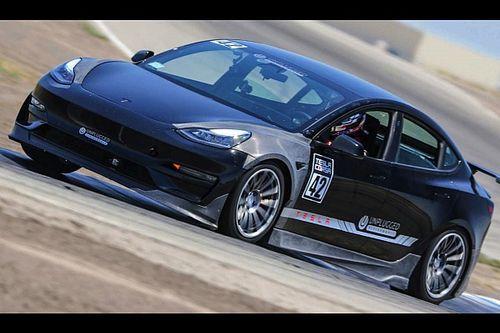 Questa Model 3 non scherza: batte in pista una GT3 RS e va alla Pikes Peak