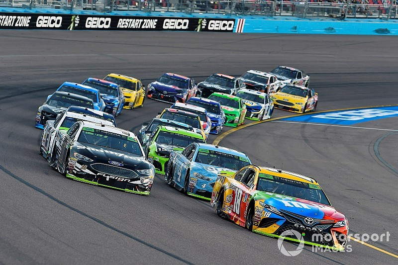 """Kyle Busch wants """"extra quarter-inch"""" from non-title contenders"""
