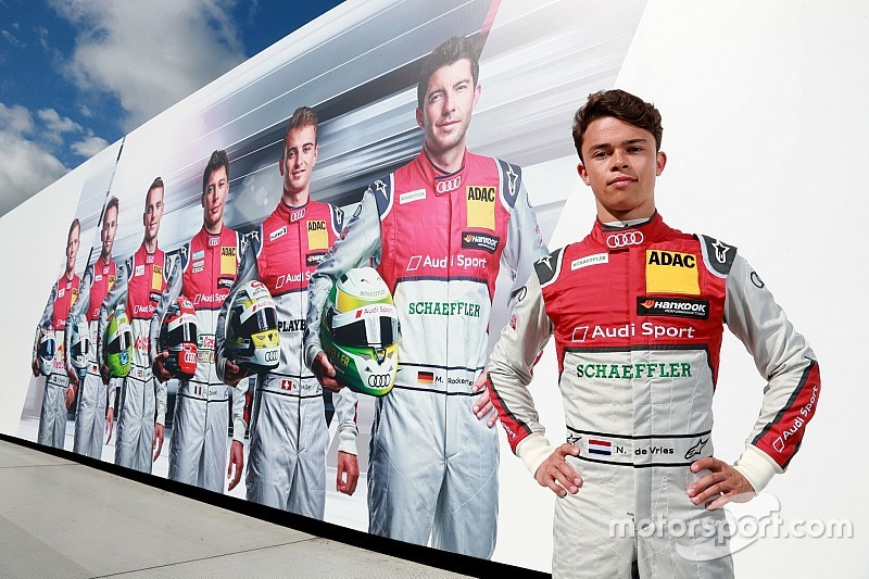 De Vries in actie tijdens DTM-test Lausitzring