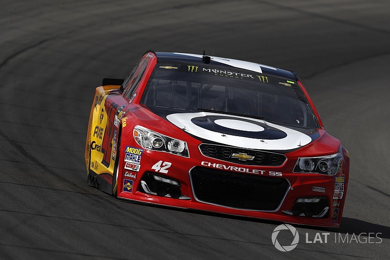 Larson vence a Truex para lograr la pole en Michigan