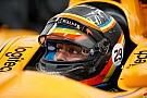 Первое фото: Алонсо в машине IndyCar