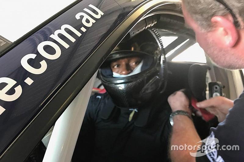 Bolt faz teste com Porsche na Austrália e recebe elogios