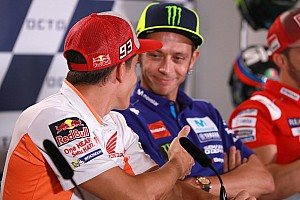 Rossi weigert Marquez hand te geven, maar ziet 'geen enkel probleem'