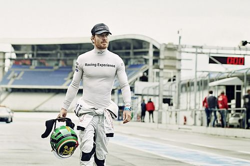 Bintang Hollywood Michael Fassbender Ramaikan Porsche Mobil 1 Supercup