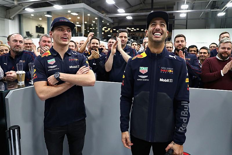 Video: Verstappen en Ricciardo voor het laatst samen op de sofa