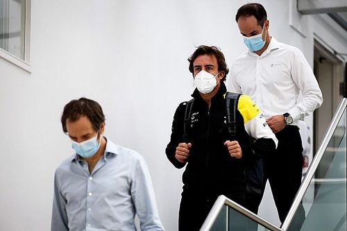 Алонсо впервые за 11 лет приехал на базу Renault F1