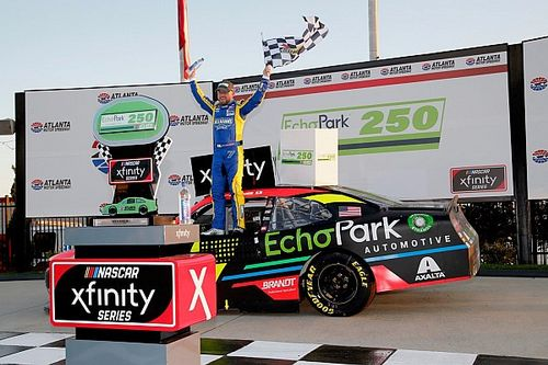Justin Allgaier holds off Truex for Atlanta Xfinity win
