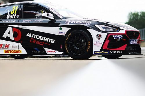 Oulton Park BTCC: Goff puts Cupra at top of the times in practice