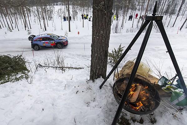 İsveç Rallisi: Neuville farkı açtı, Meeke yarış dışı