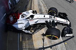 Leclerc még mindig nem ismer minden funkciót a Sauber kormányán