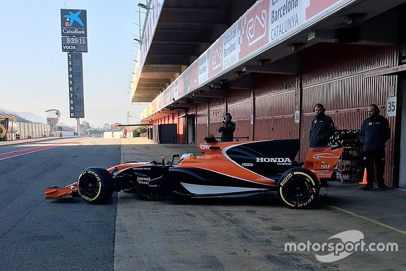 Новая машина McLaren дебютировала на трассе