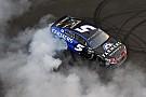 NASCAR Cup Kahne vince a Indianapolis la gara più pazza della stagione 2017