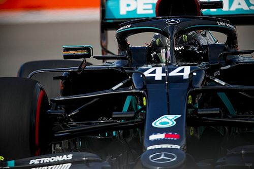 """Hamilton diz que """"coração estava na boca"""" durante susto no Q2: """"Foi horrível"""""""