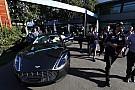 Формула 1 Ріккардо приїхав у Сільверстоун на камуфльованому Aston Martin