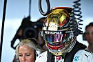 Хэмилтон проведет финальный Гран При сезона в золотом шлеме