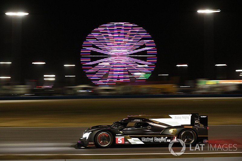 Rolex 24, Hour 4: AXR in command as darkness falls