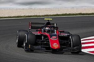 FIA F2 Relato da corrida Russell derrota De Vries em duelo na Espanha; Câmara é 7º
