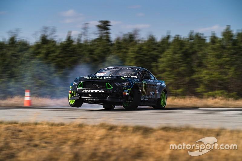 Vaughn Gittin Jr. gumt erop los in 900 pk sterke Ford Mustang