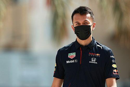 Albon prueba los Pirelli de 2022 con Red Bull en Barcelona