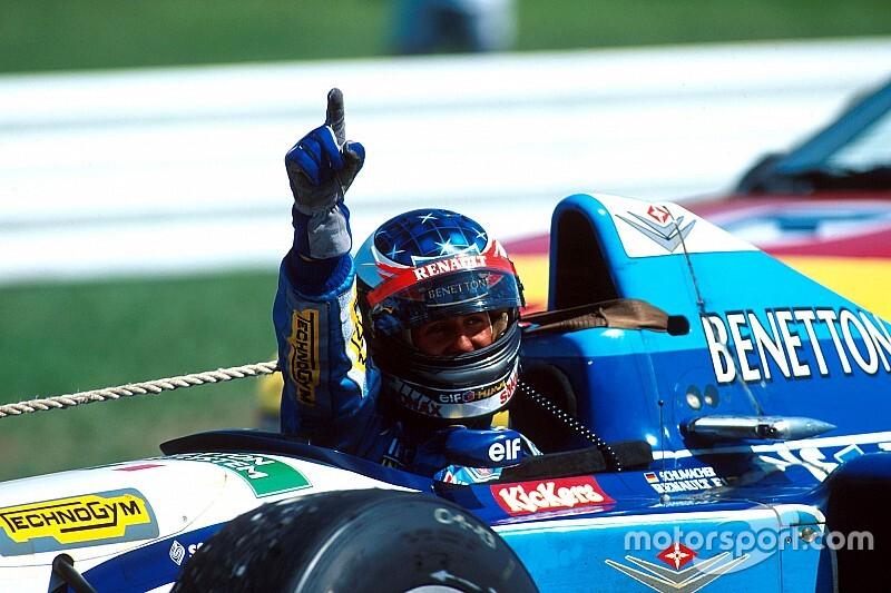 Michael Schumacher és Jean Alesi óriási csatája 1995-ből (videó)