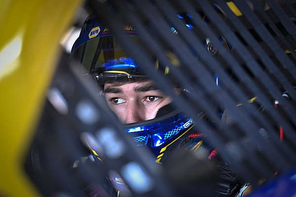 Chase Elliott signs contract extension with Hendrick through 2022