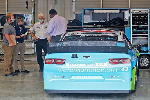 15 агентов ФБР провели расследование по жалобе чернокожего гонщика NASCAR. «Висельная петля» оказалась обычной веревкой
