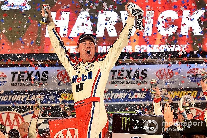 Harvick domina prova no Texas e garante vaga na final da NASCAR