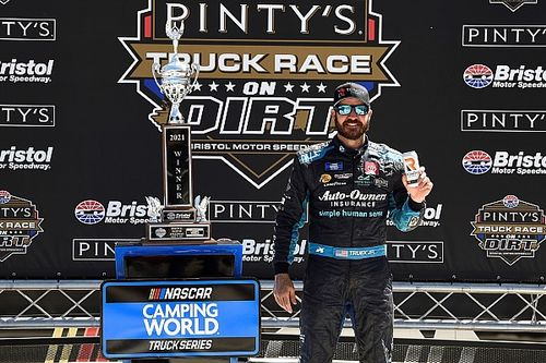 Truex surprises with dominant win in Bristol Truck dirt race