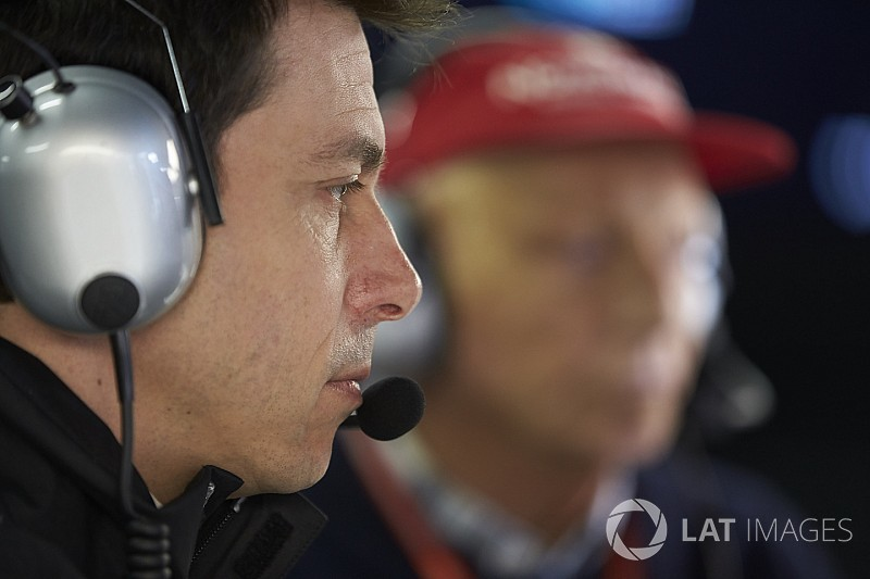 Mercedes necesita mantenerse humilde en 2018, asegura Wolff