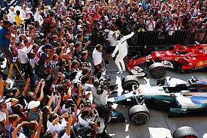 United States GP: Hamilton overtakes Vettel to win