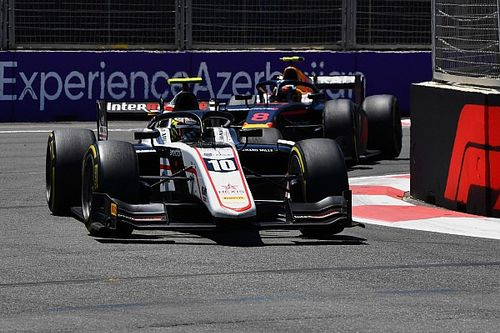 Авария в Баку привела к перелому руки у гонщика Ф2