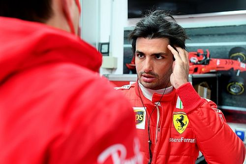 """フェラーリの復活を新加入のサインツが後押し。ルクレール「彼の""""幸福感""""が、チームの背中を押している」"""