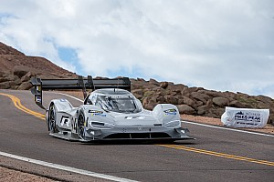Automotive Breaking news Watch VW's record-setting Pikes Peak run from a birds-eye view