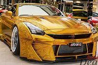 Több, mint 150 millió forintért lehet megvásárolni ezt az aranyszínű Nissan GT-R-t