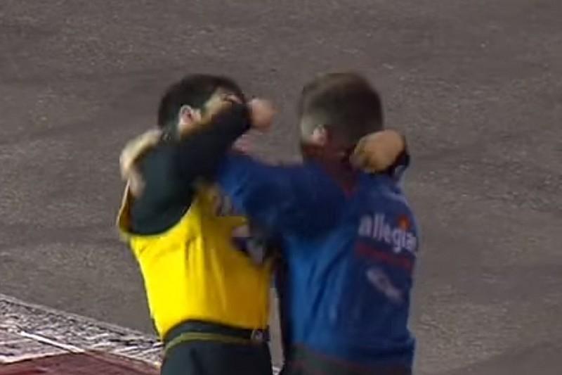 Nach Kollision auf der Strecke: NASCAR-Fahrer lassen Fäuste fliegen