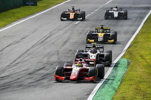 F2 en F3 drukken kosten: kleinere kalender, drie races per weekend