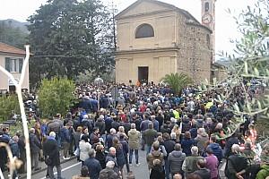 Dakar Ultime notizie 2.000 persone e 100 moto accese per l'ultimo saluto a Fausto Vignola